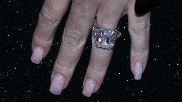 Mariah Careys riesiger Verlobungsring (Bild: Viennareport)