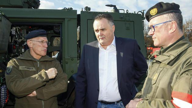 Doskozil mit Zöllner und Generalstabschef Othmar Commenda (Bild: APA/Erwin Scheriau)
