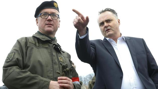 Verteidigungsminister Doskozil mit dem steirischen Militärkommandanten Heinz Zöllner in Spielfeld (Bild: APA/Erwin Scheriau)