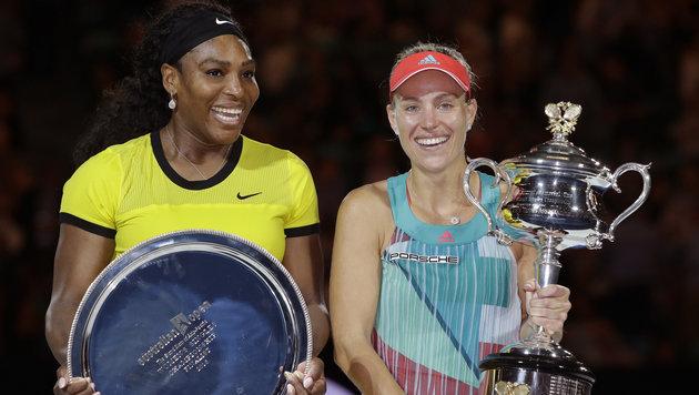 Bei der Siegerehrung konnte Williams schon wieder lachen. (Bild: AP)