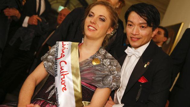 Kira Grünberg und der Designer La Hong (Bild: APA/ERWIN SCHERIAU)