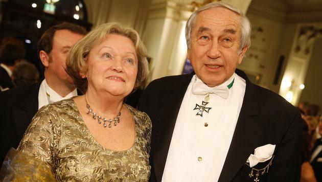 Gerald Schöpfer mit Gattin Christa (Bild: APA/ERWIN SCHERIAU)