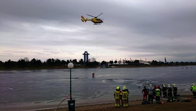 Ein Rettungshelikopter half bei der Bergung des zweiten Opfers aus seiner misslichen Lage. (Bild: FF Unterpremstätten)