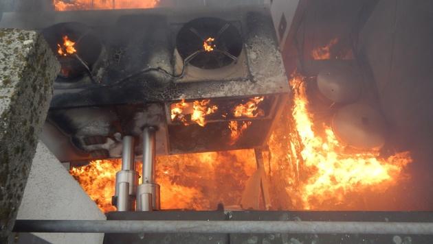 Das Feuer loderte im Bereich der Belüftungsanlage. (Bild: APA/MA 68 LICHTBILDSTELLE)