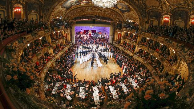 Promi-Schaulauf auf der 18. Grazer Opernredoute (Bild: APA/ERWIN SCHERIAU)