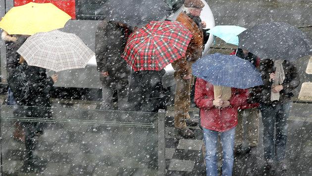 Regen, Kälte: Nächste Störzone steht vor der Tür (Bild: Federico Gambarini dpa/lnw)
