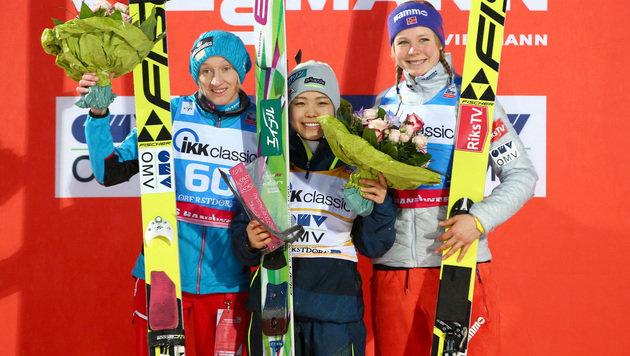 Iraschko-Stolz, Takanashi und Lundby (Bild: AP)