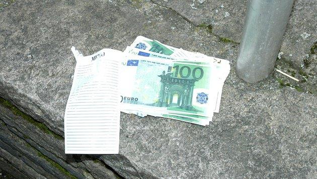 Taucher bergen vermeintlichen Geldschatz aus Drau (Bild: HFW Villach/KK)