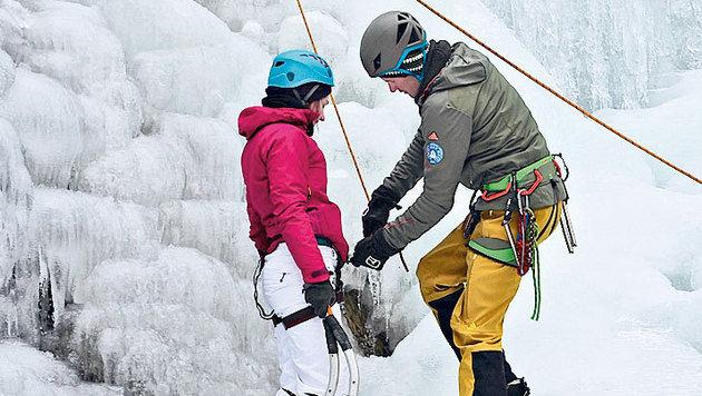 Unter fachkundiger Anleitung geht es sicher und gesichert in die Vertikale. (Bild: Hannes Wallner)