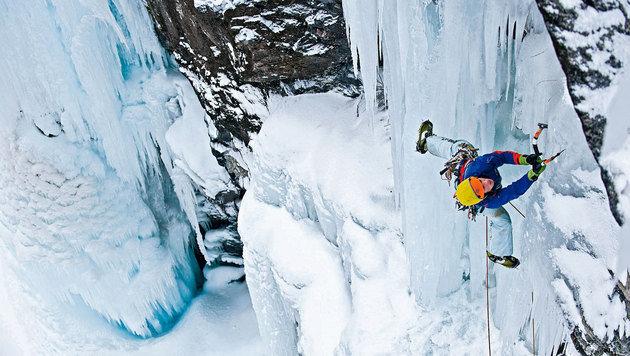 Schaut spektakulär aus, lässt sich in Osttirol aber lernen: Eisklettern. (Bild: Hannes Wallner)