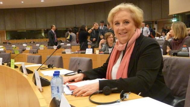 Salzburgs EU-Abgeordnete Claudia Schmidt sitzt im Haushaltsausschuss und macht Zahlen öffentlich. (Bild: Michael Pichler)