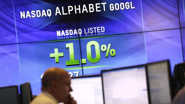 Google stößt Apple vom Börsen-Thron (Bild: AP)