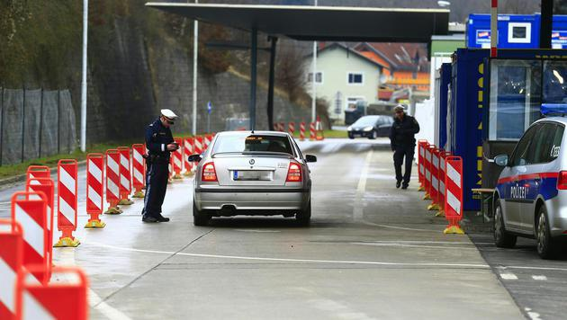 Kontrolle am Grenzübergang Spielfeld (Bild: APA/ERWIN SCHERIAU)
