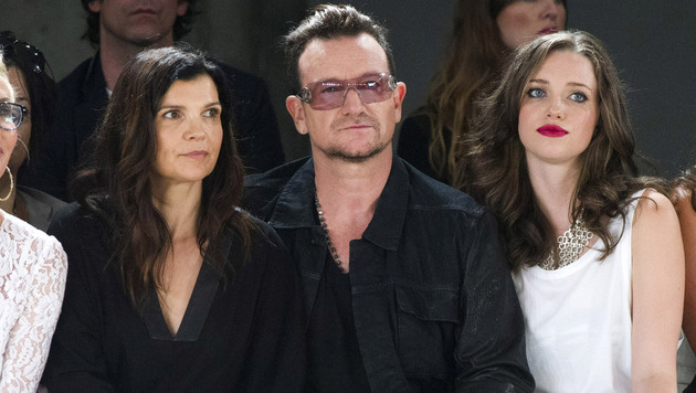 Bono mit Ehefrau Ali Hewson und Tochter Jordan (Bild: Charles Sykes /Invision/AP)