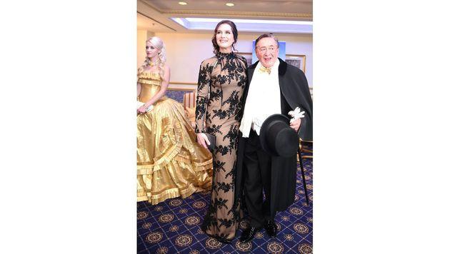 Richard Lugner mit seinem Opernball-Stargast Brooke Shields (Bild: APA/HERBERT P. OCZERET)