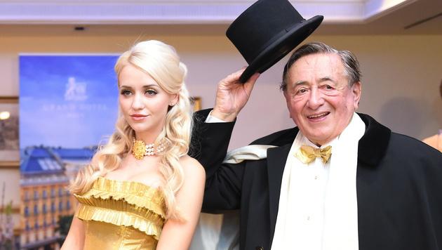 Cathy und Richard Lugner vor dem Opernball (Bild: APA/HERBERT P. OCZERET)