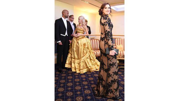 Brooke Shields trägt eine Robe von Callisti. (Bild: APA/HERBERT P. OCZERET)