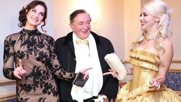 Brooke Shields mit Richard Lugner und seiner Cathy (Bild: APA/HERBERT P. OCZERET)