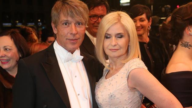 Dominic Heinzl mit Sonja Sarközi (Bild: KRONEN ZEITUNG)