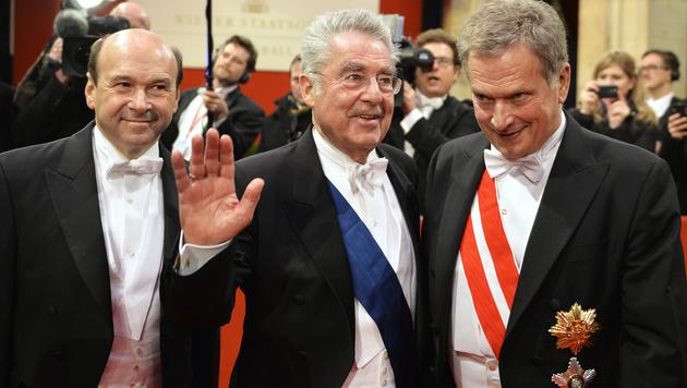 Dominique Meyer, Bundespräsident Heinz Fischer und der finnische Staatspräsident Sauli Niinistö (Bild: APA/HERBERT NEUBAUER)