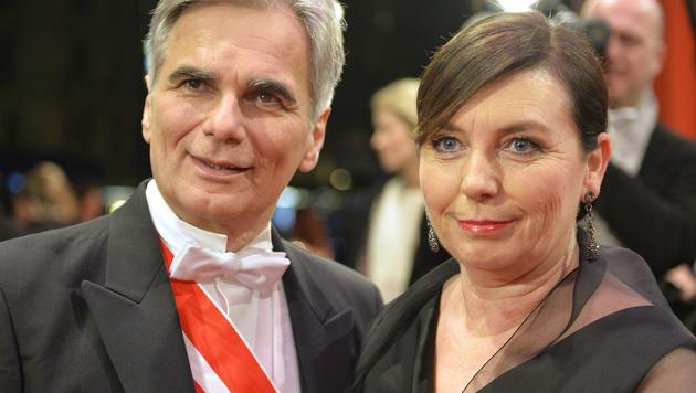 Bundeskanzler Werner Faymann und seine Frau Martina (Bild: APA/HERBERT NEUBAUER)
