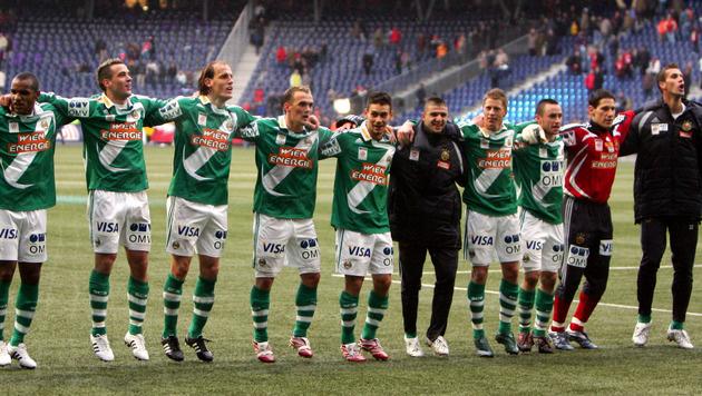 Legendär: Rapid bejubelt in der Bullen-Arena den 7:0-Auswärtssieg gegen Titelfavorit Salzburg. (Bild: GEPA)