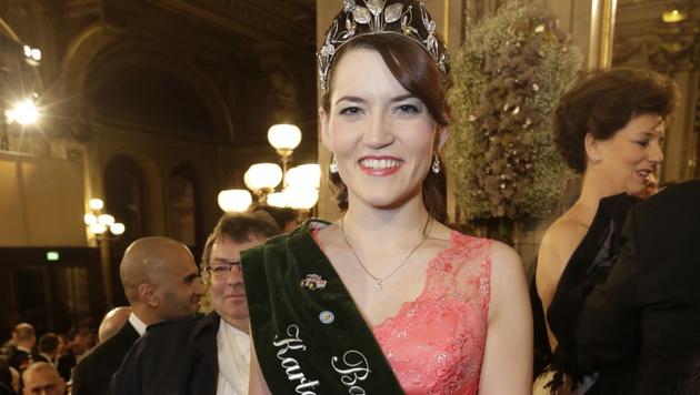 Krönchen raus! Die bayerische Kartoffel-Königin ist auch beim Opernball! (Bild: Klemens Groh)