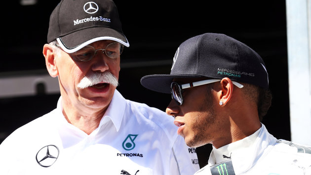 Dieter Zetsche (links) mit Weltmeister Lewis Hamilton (Bild: GEPA)