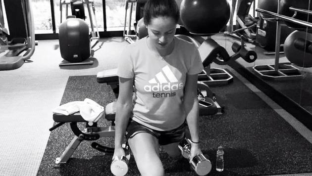 Ana Ivanovic, Tennis-Beauty und Freundin von Fußballer Bastian Schweinsteiger, trainiert fleißig. (Bild: facebook.com)