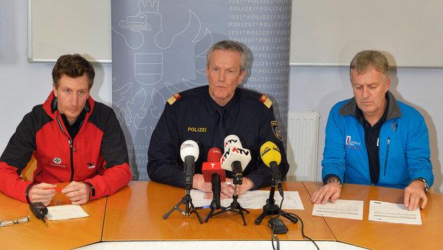 M. Waldhart, G. Niederwieser und G. Stauder bei einer Pressekonferenz nach dem Lawinenunglück (Bild: APA/ZEITUNGSFOTO.AT)