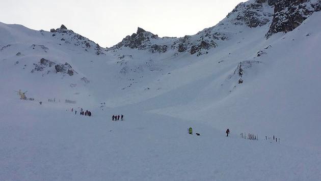 Fünf Tote bei Lawinenabgang in Tirol (Bild: APA/ZOOM.TIROL)