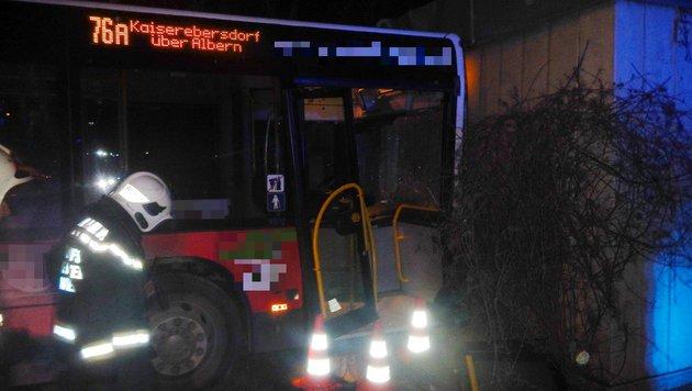 Kollaps hinterm Steuer: Bus kracht gegen Mauer (Bild: MA 68 Lichtbildstelle)