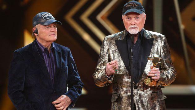 """Bruce Johnston (li.) und Mike Love von den """"Beach Boys"""" (Bild: APA/AFP/POOL/CHRISTIAN CHARISIUS)"""
