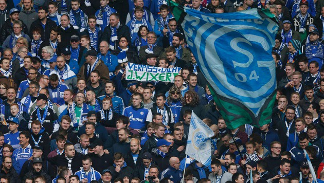 Randale nach Schalke-Spiel: 23 Polizisten verletzt (Bild: APA/AFP/NORBERT SCHMIDT)