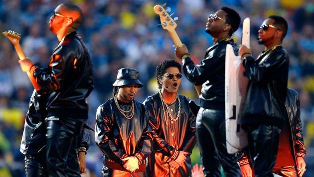 Bruno Mars mit Band (Bild: Getty Images)