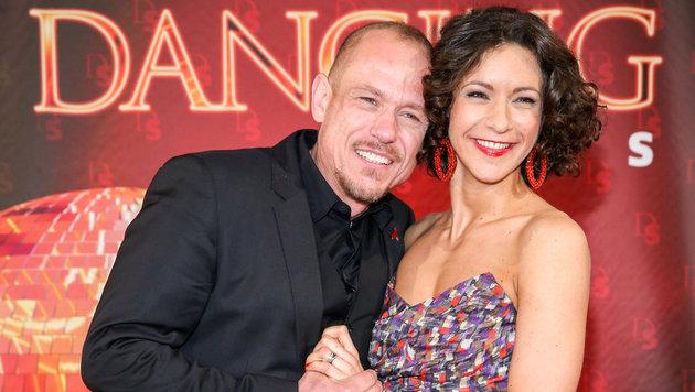 """Gery Keszler tanzt mit Alexandra Scheriau: """"Ich bin ein Ballgeher. Betonung auf der zweiten Silbe."""" (Bild: ORF)"""