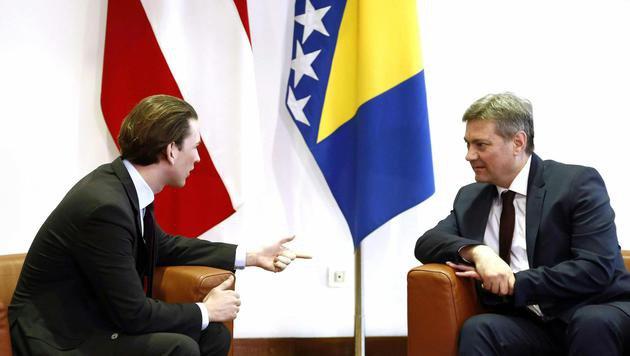 Kurz mit dem bosnischen Ministerpräsidenten Denis Zvizdic (Bild: APA/DRAGAN TATIC)