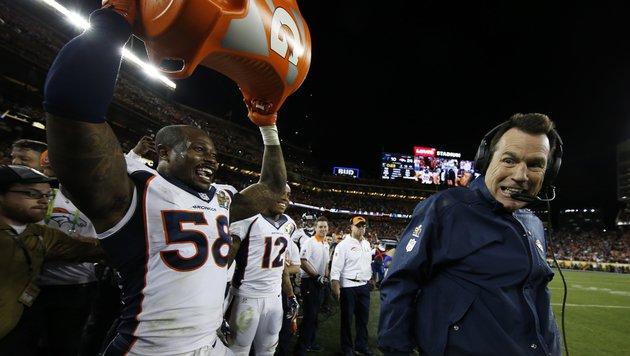 Sieger-Dusche für Broncos-Headcoach Gary Kubiak (Bild: AP)