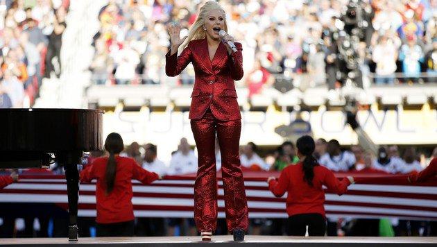 Lady Gaga singt die amerikanische Nationalhymne. (Bild: Getty Images)