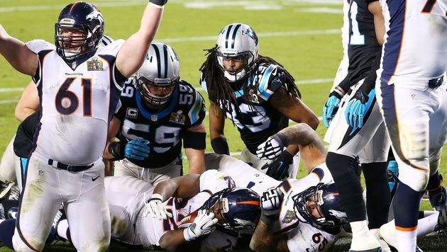 Anderson mit dem umstrittenen, aber regelkonformen Touchdown für Denver. (Bild: 2016 Getty Images)