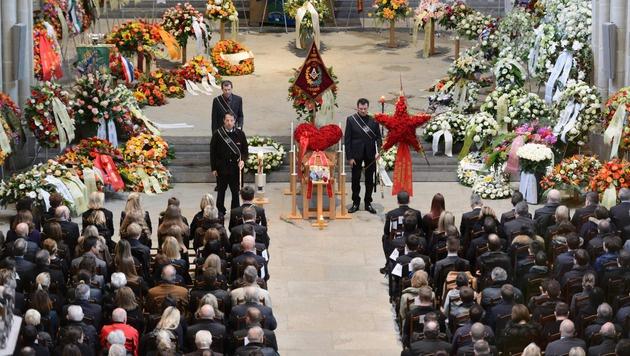 Zum Begräbnis des Sternekochs kamen 1500 Menschen. (Bild: AFP or licensors)