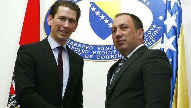 Österreichs Außenminister Sebastian Kurz mit seinem bosnischen Amtskollegen Igor Crnadak (Bild: APA/DRAGAN TATIC)