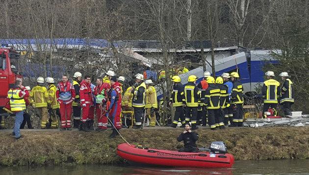 Unvorstellbar: Opfer filmte Minuten nach Zug-Crash (Bild: AP)