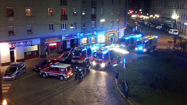 "31 Verletzte bei Großbrand in Wien-Favoriten (Bild: ""Krone""-Leserreporterin Christiane Kristo)"