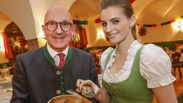 Hermann Bauer & Hannah Schicker beim Heringsschmaus im Goldenen Hirsch. (Bild: Markus Tschepp)