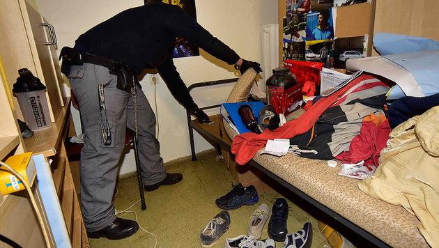 Gefängnisrazzia: 65 Waffen und 103 Handys gefunden (Bild: Ricardo)