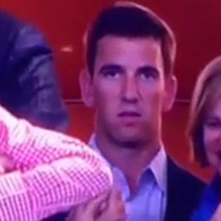 Hat Eli Manning gegen seinen Star-Bruder gewettet? (Bild: YouTube.com)