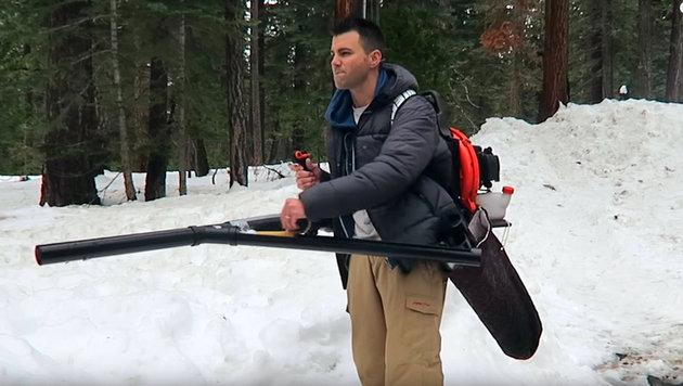 Schneeball-MG feuert 13 Schuss in 5 Sekunden ab (Bild: YouTube.com/Mark Rober)