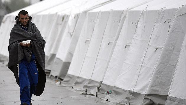 Der Grenzübergang Nickelsdorf könnte als Ausweichroute erneut Ziel von Flüchtlingen werden. (Bild: APA/Helmut Fohringer)