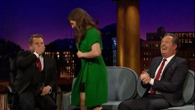 Auch Moderator James Cordon war sichtlich geschockt von der Aktion. (Bild: YouTube.com)